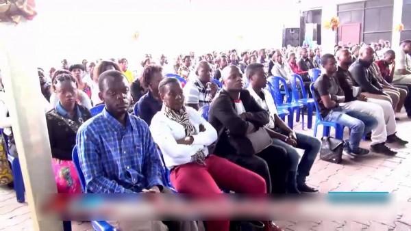 Les fidèles dans une église de réveil à Kinshasa