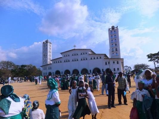 Les adeptes de l'église kimbanguiste lors d'un pèlerinage à Nkamba
